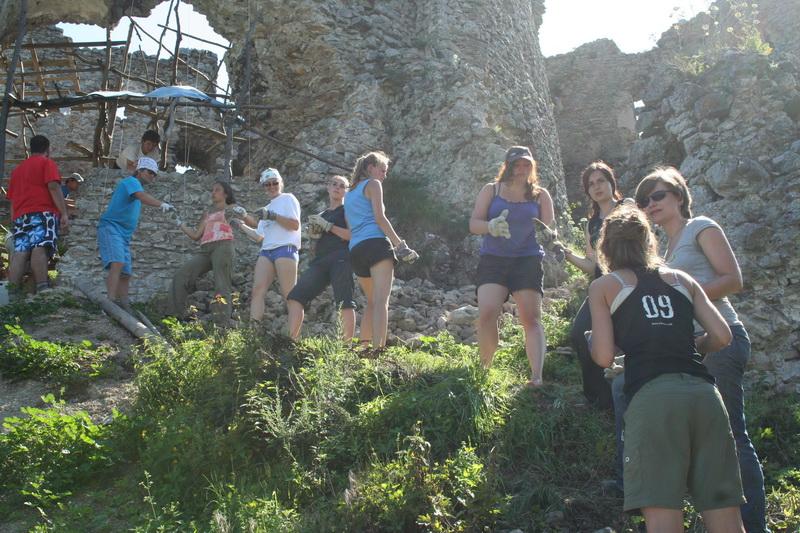 Práca na hrade Brekov
